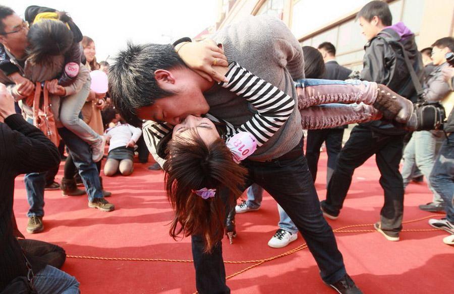047 Конкурс на самый долгий поцелуй в Китае: страсть до потери сознания