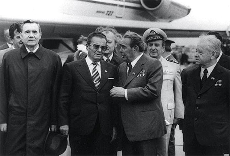 0612 10 любопытных фактов про поцелуи Брежнева