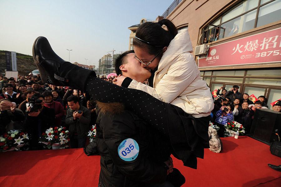 067 Конкурс на самый долгий поцелуй в Китае: страсть до потери сознания