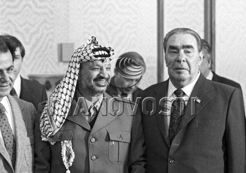 079 10 любопытных фактов про поцелуи Брежнева