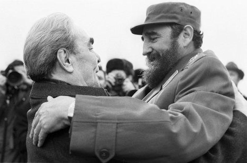 098 10 любопытных фактов про поцелуи Брежнева