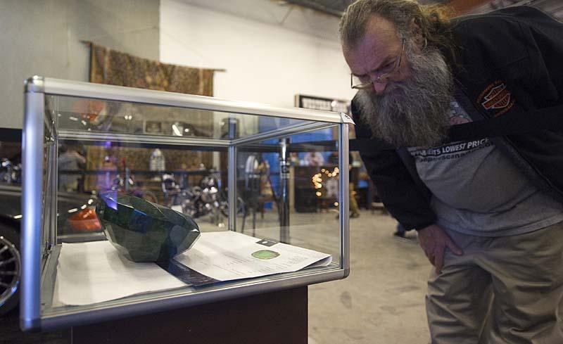 0a039e89aeed35d2e4679aedf4766478 Самый большой в мире изумруд размером с арбуз больше не продается