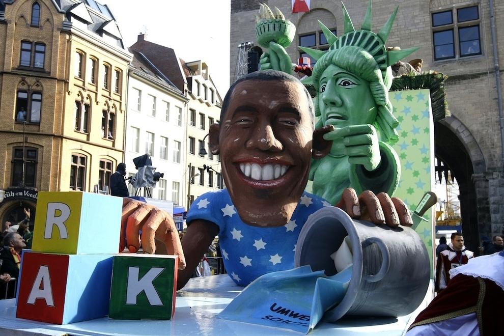 10121 Странные карнавальные платформы с Обамой