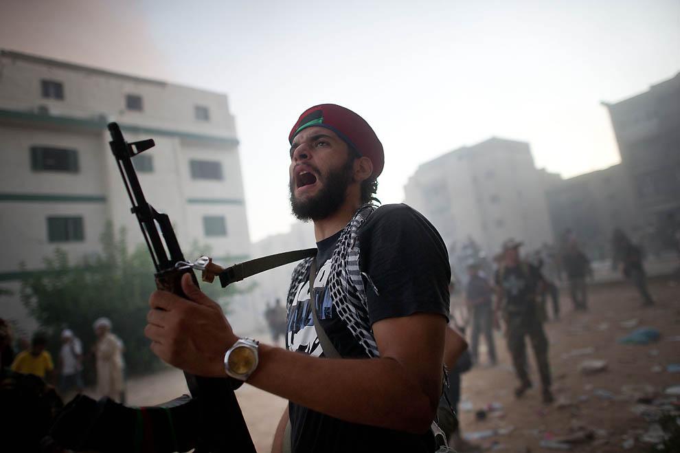 10137 В память о погибшем в Сирии фотокорреспонденте Реми Ошлике