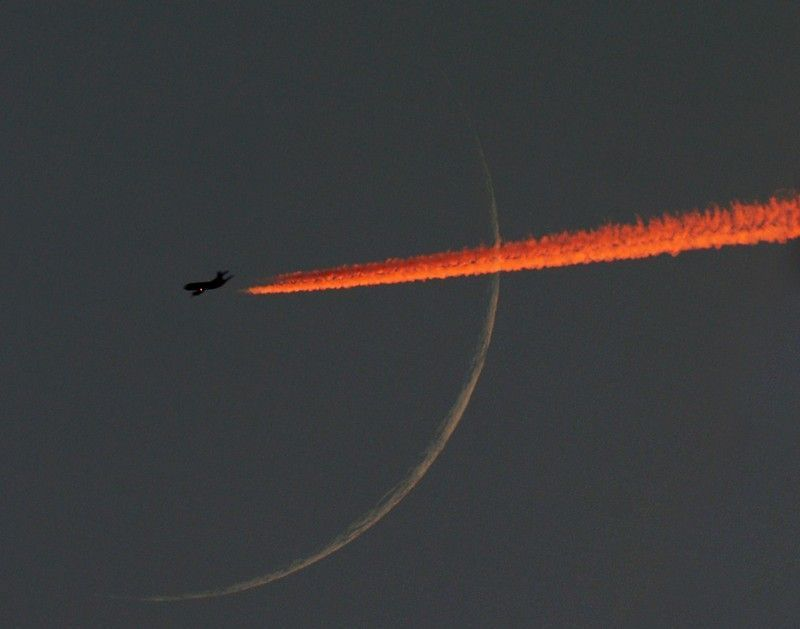 10158 Самолеты на фоне луны и солнца