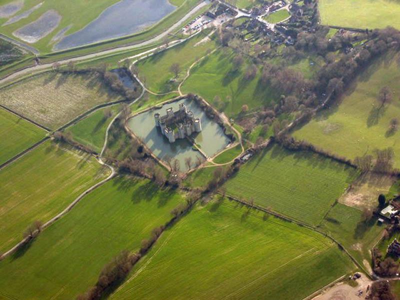 1042 Замки на воде или 20 самых красивых замковых рвов в мире