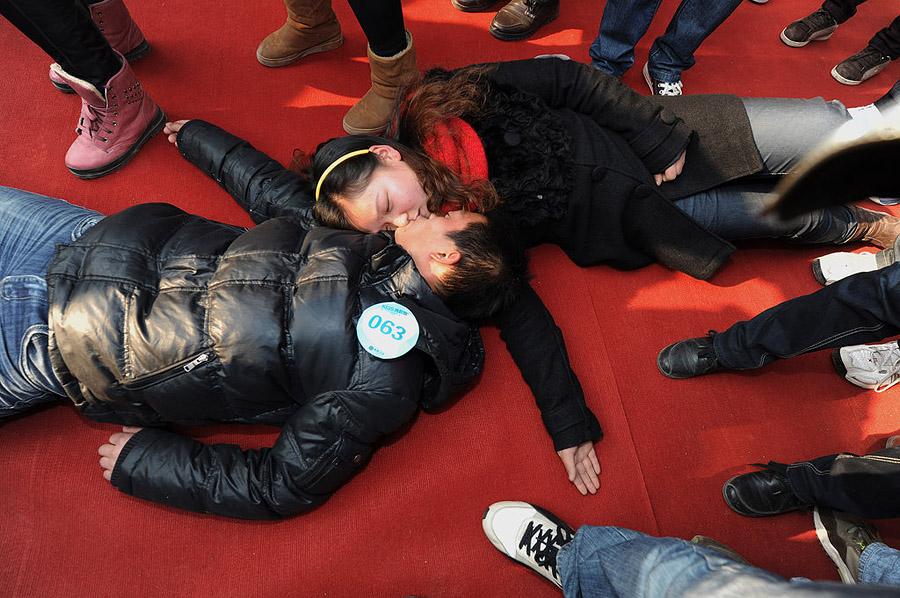 11164 Конкурс на самый долгий поцелуй в Китае: страсть до потери сознания
