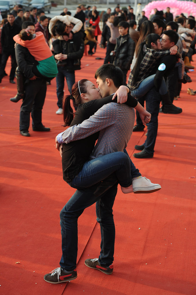 12136 Конкурс на самый долгий поцелуй в Китае: страсть до потери сознания