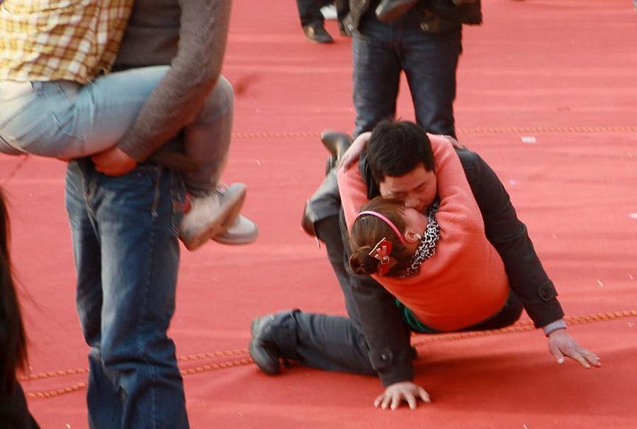 13120 Конкурс на самый долгий поцелуй в Китае: страсть до потери сознания