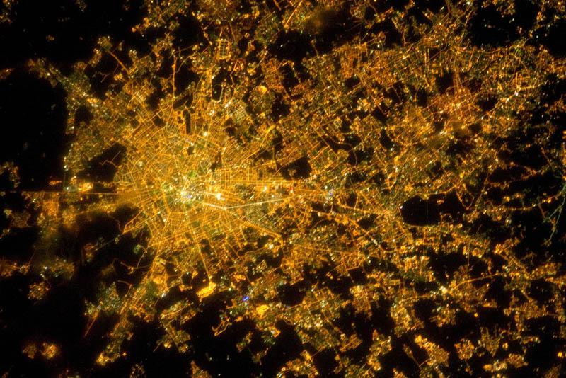 1403 Ночные города. Вид из космоса.