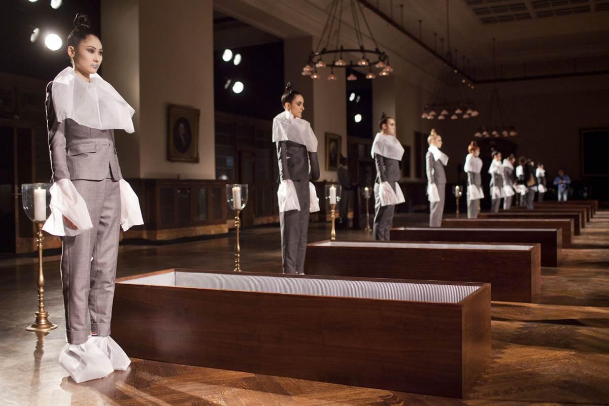 14105 Странные наряды на Нью йоркской неделе моды