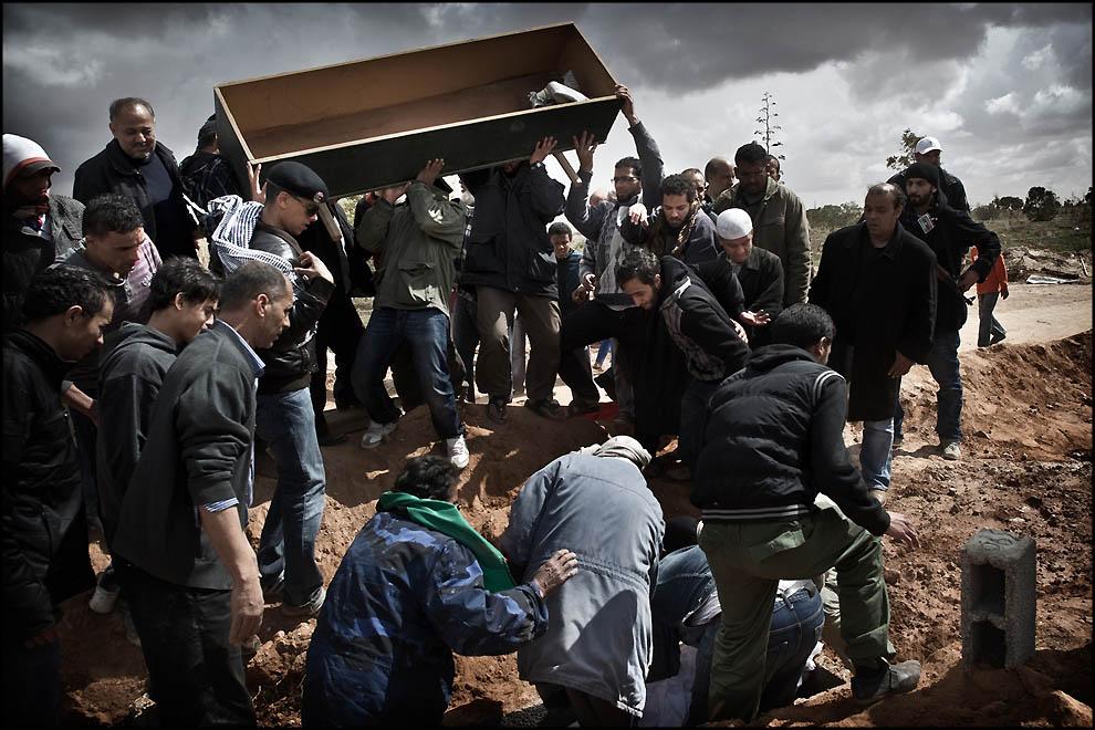 14115 В память о погибшем в Сирии фотокорреспонденте Реми Ошлике