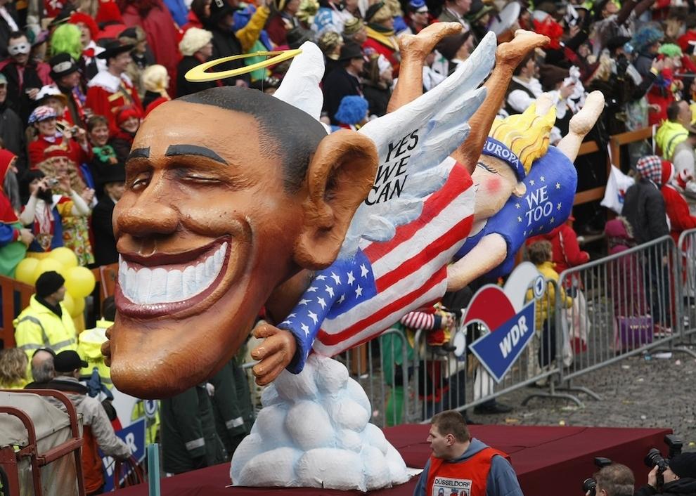 15100 Странные карнавальные платформы с Обамой