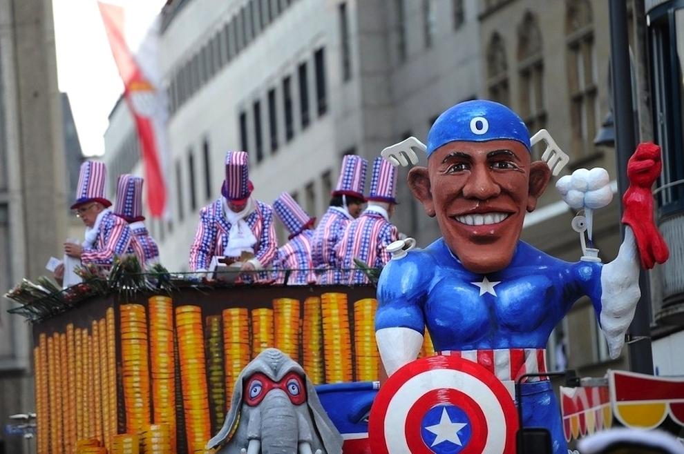 1599 Странные карнавальные платформы с Обамой