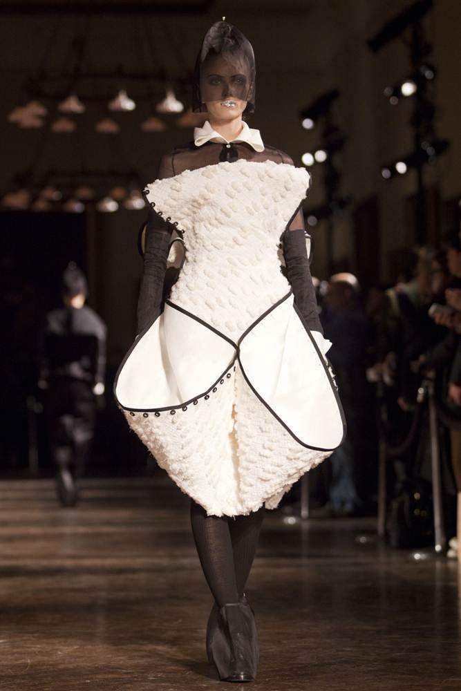 1688 Странные наряды на Нью йоркской неделе моды