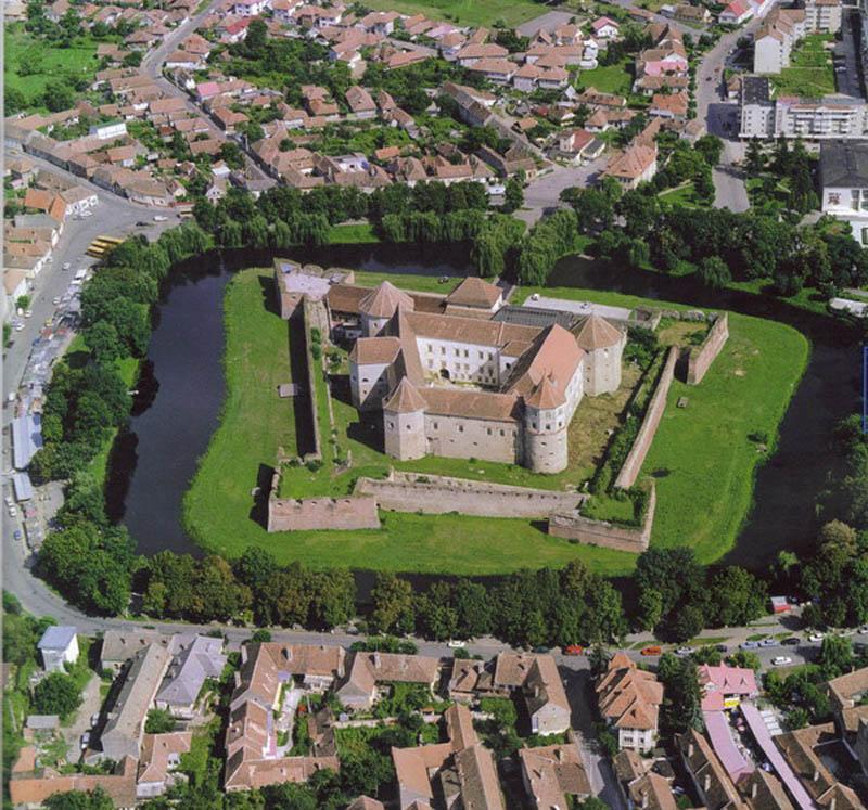 1832 Замки на воде или 20 самых красивых замковых рвов в мире