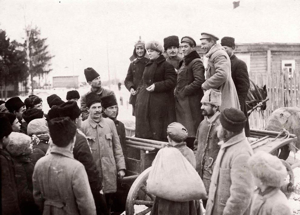 21102 Россия во мгле: 1921 1923 годы глазами западных фотокорреспондентов