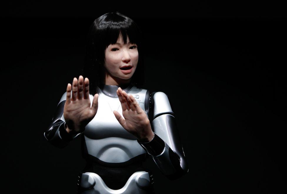 2152 Стирая границу между роботом и человеком