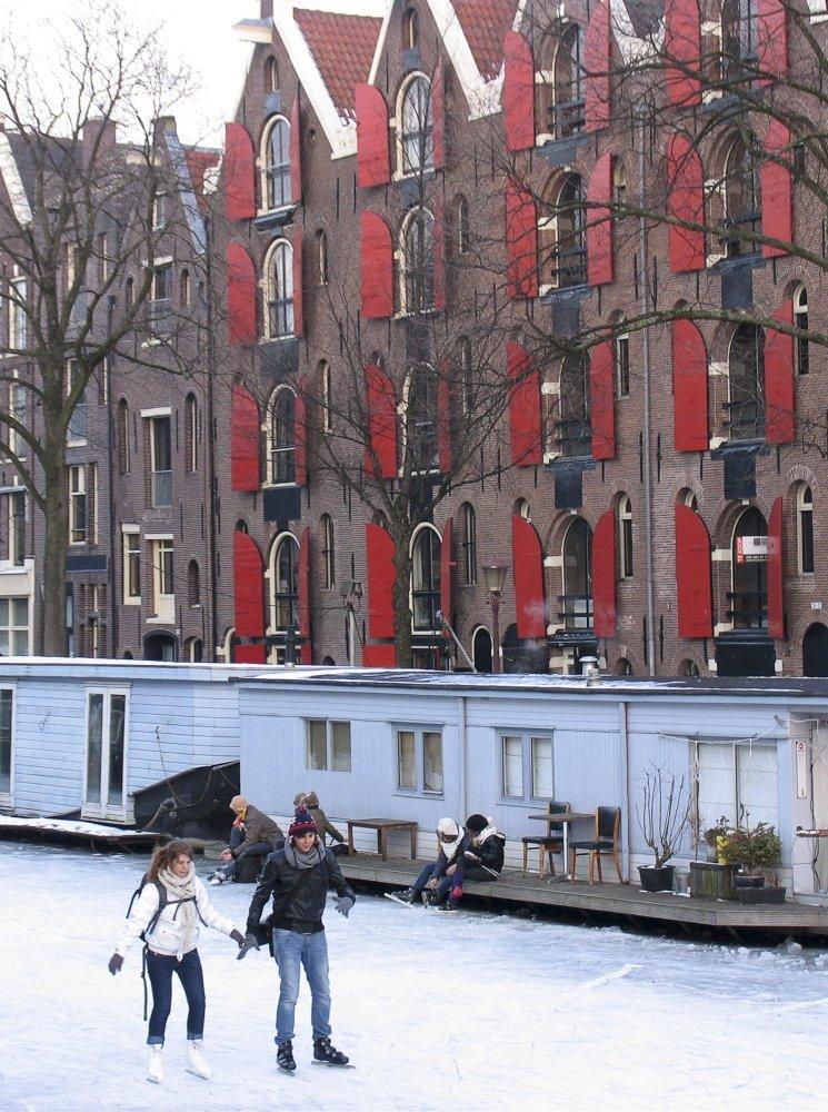 2167 Каналы в Голландии превратились в каток
