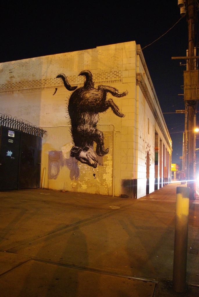 21800000 Животный стрит арт от бельгийского граффитчика ROA