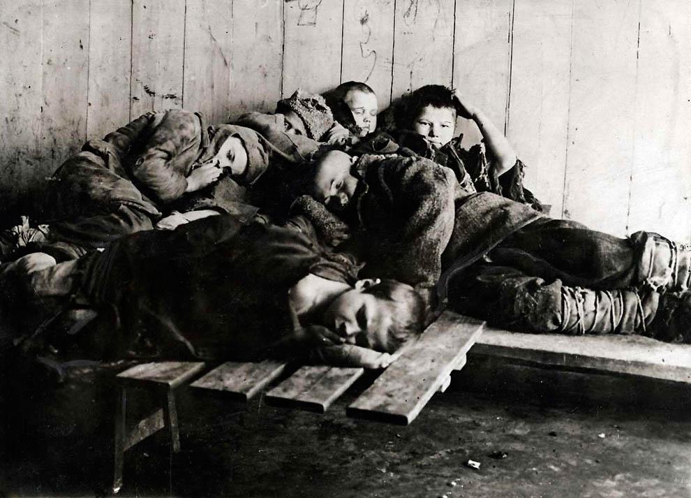 2202 Россия во мгле: 1921 1923 годы глазами западных фотокорреспондентов