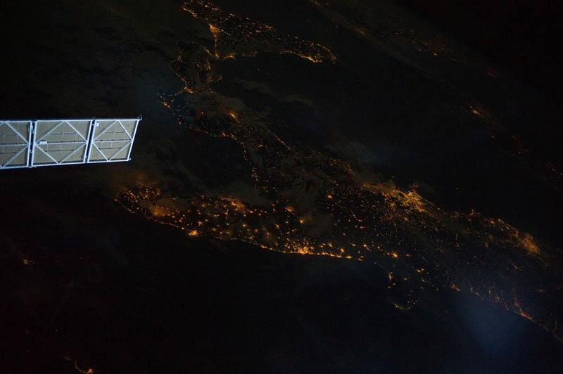 2454 Ночные города. Вид из космоса.