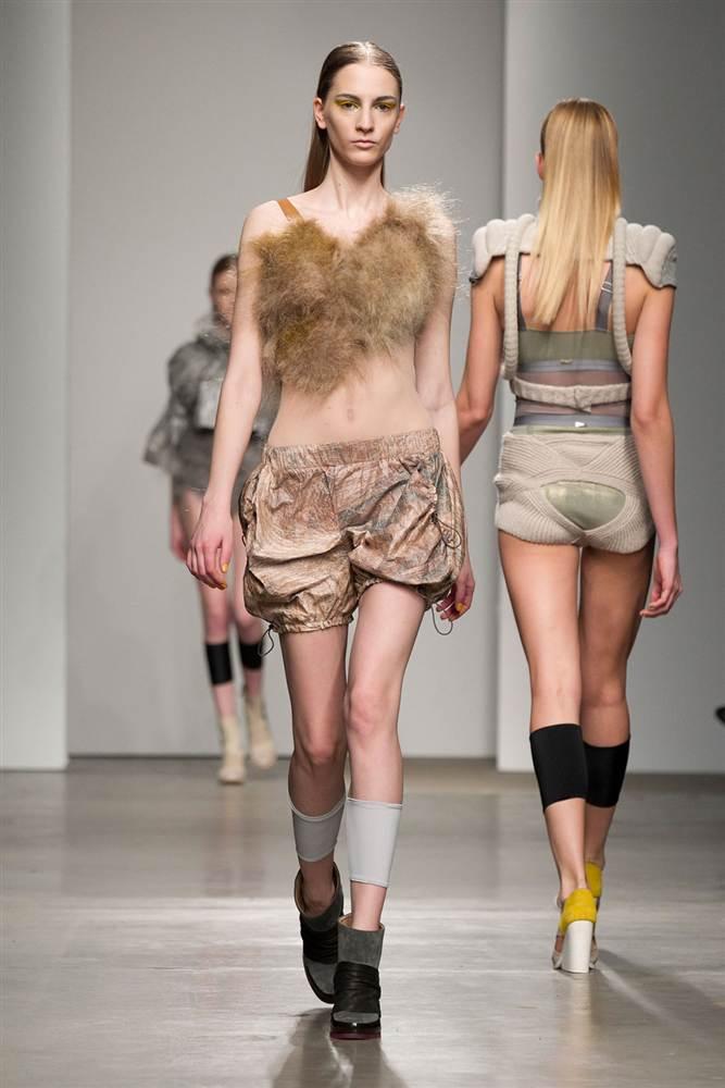 2526 Странные наряды на Нью йоркской неделе моды