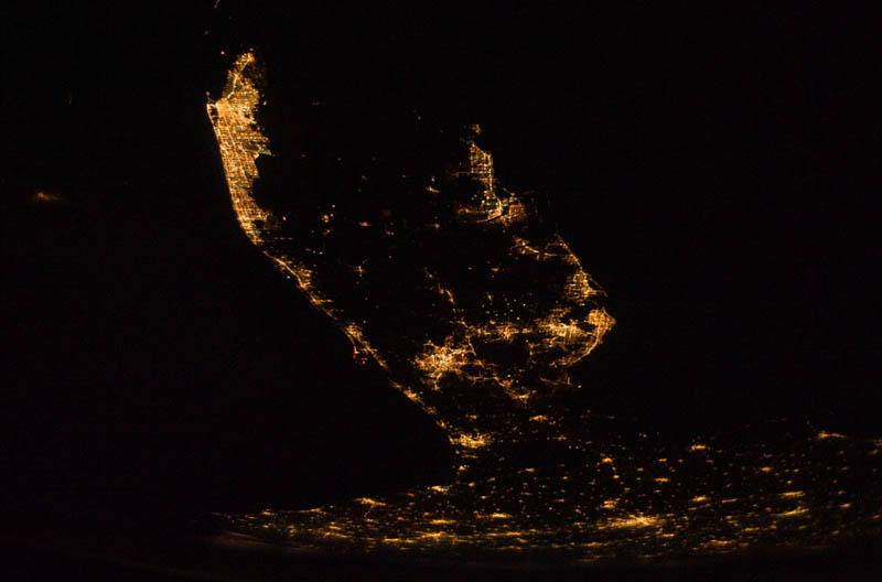 2552 Ночные города. Вид из космоса.