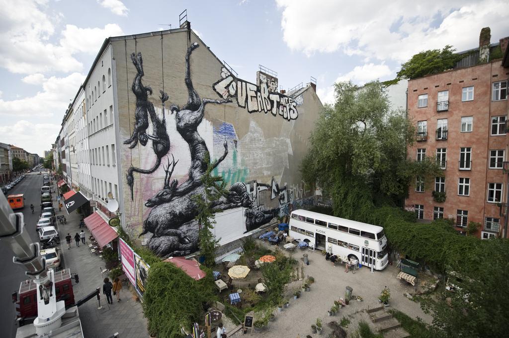 25900000 Животный стрит арт от бельгийского граффитчика ROA