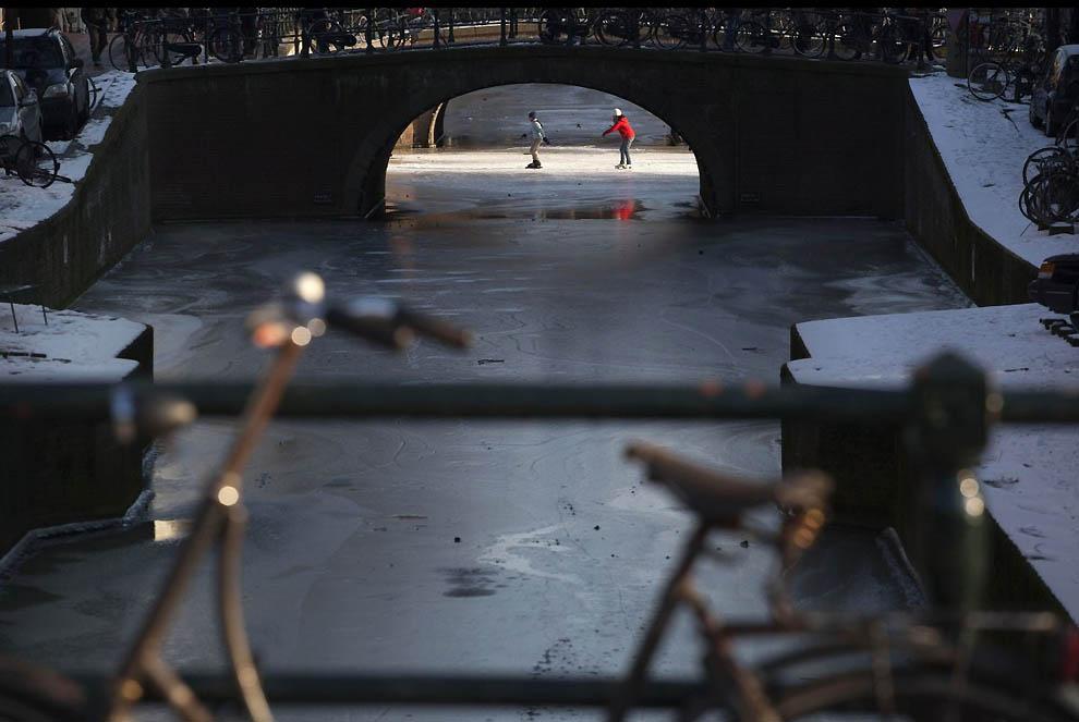 3126 Каналы в Голландии превратились в каток
