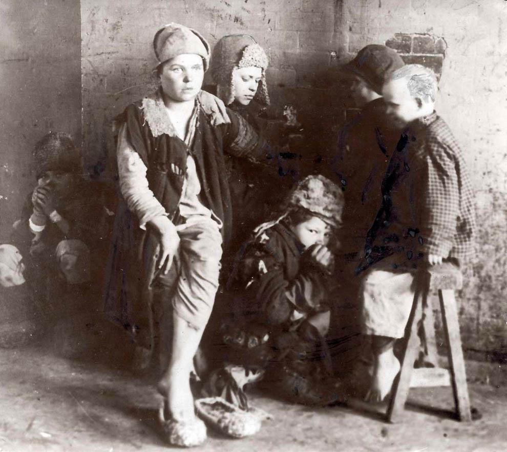 3157 Россия во мгле: 1921 1923 годы глазами западных фотокорреспондентов