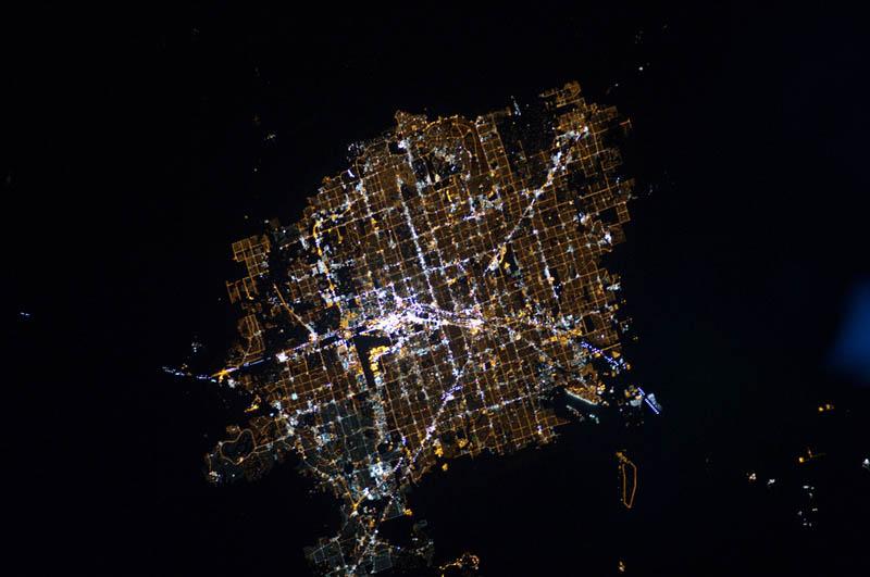 3189 Ночные города. Вид из космоса.