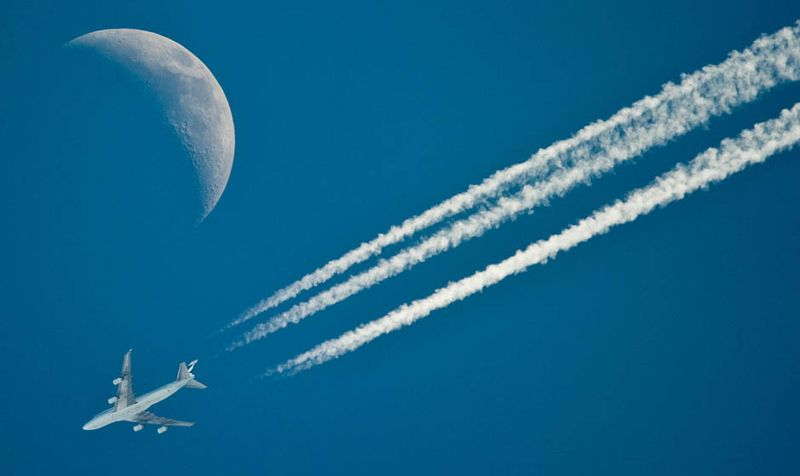 3270 Самолеты на фоне луны и солнца