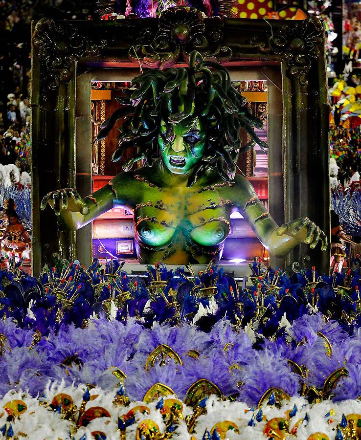 32 1 Карнавал в Рио 2012