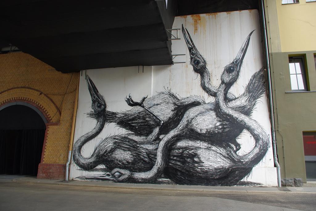 33500000 Животный стрит арт от бельгийского граффитчика ROA