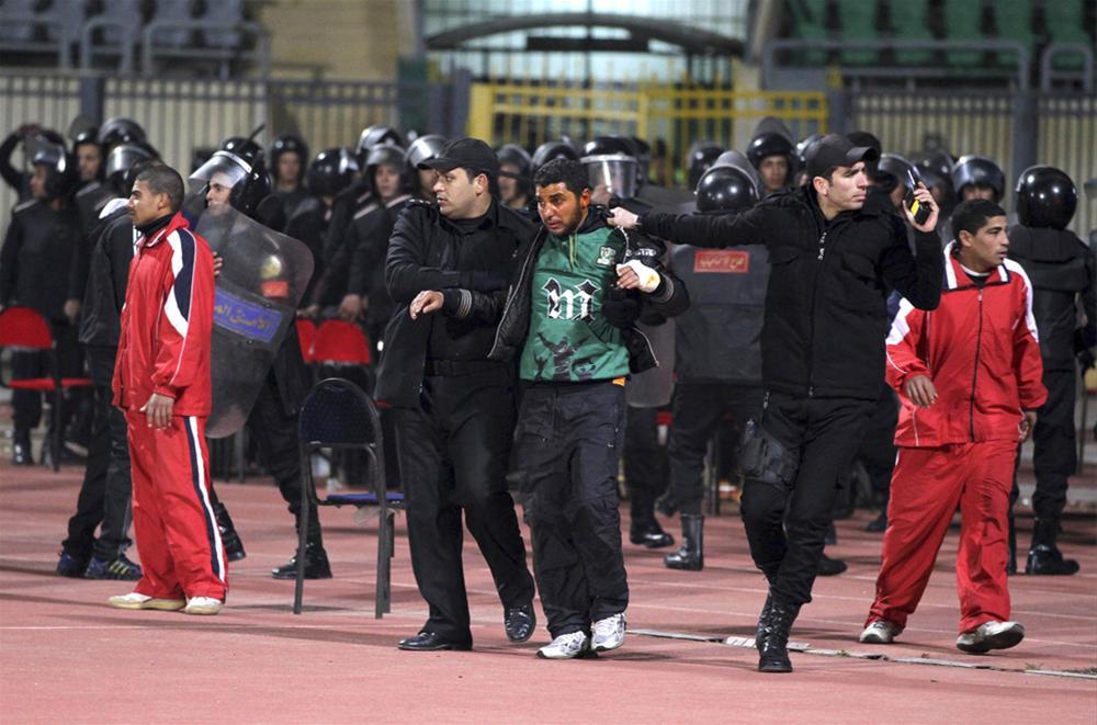 390304 m0w940h500q75v27211 RTR2X6BA Футбол в Египте: бойня на стадионе в Порт Саиде