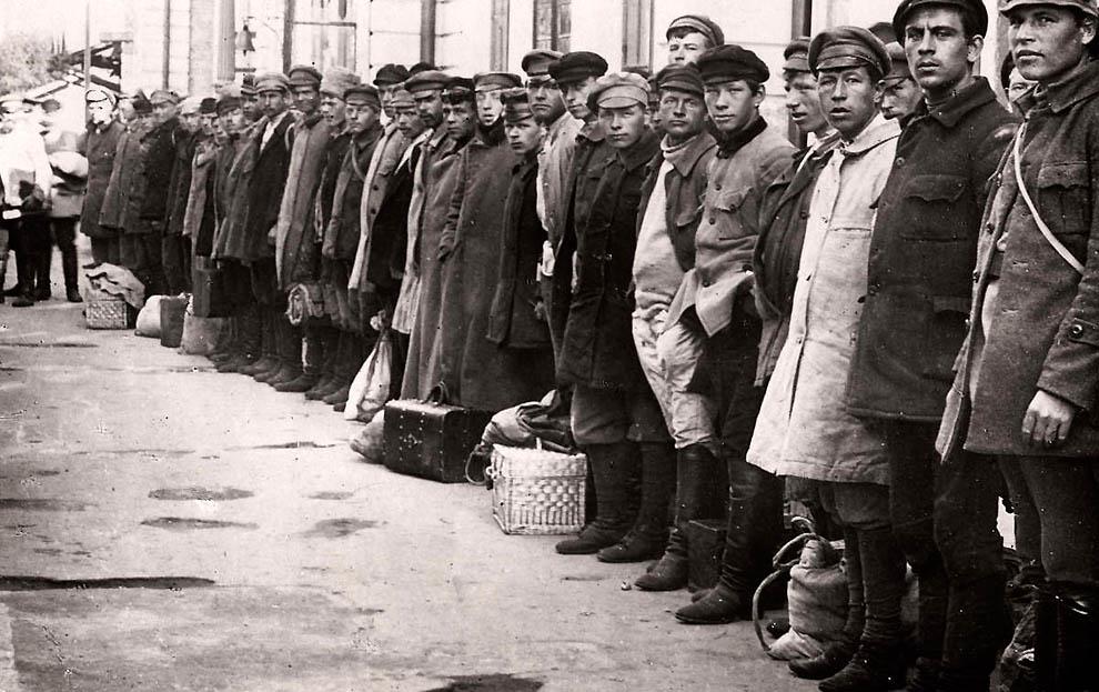 4130 Россия во мгле: 1921 1923 годы глазами западных фотокорреспондентов