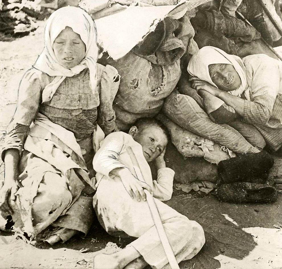 4216 Россия во мгле: 1921 1923 годы глазами западных фотокорреспондентов