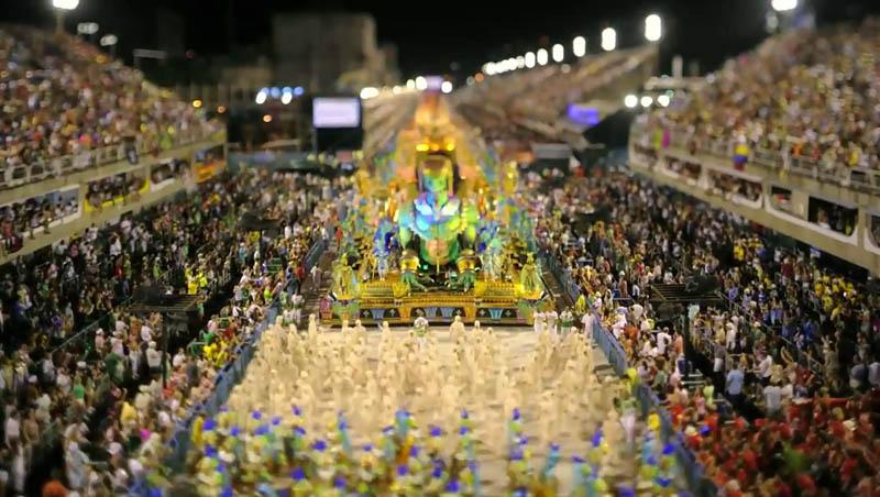 4234 Бразильский карнавал в тилт шифт объективе