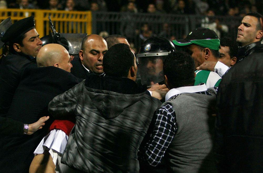 4263fad1c05ca229e38143058f848ad6 Футбол в Египте: бойня на стадионе в Порт Саиде