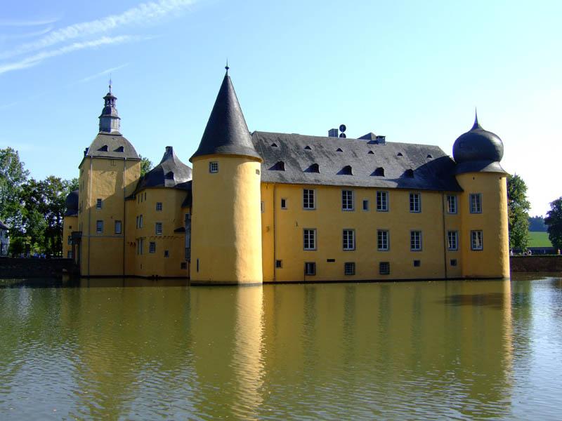467 Замки на воде или 20 самых красивых замковых рвов в мире