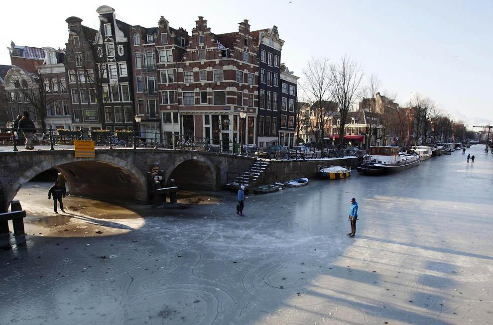 498 Каналы в Голландии превратились в каток