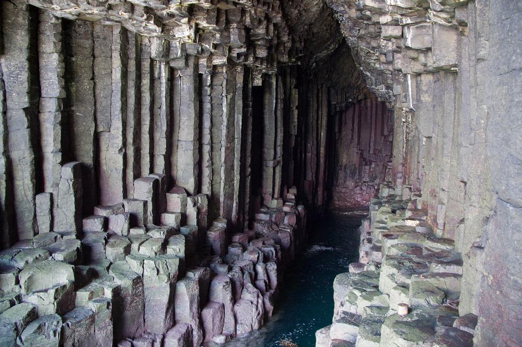 5825695054 32ac27278c b Поющая пещера Фингала