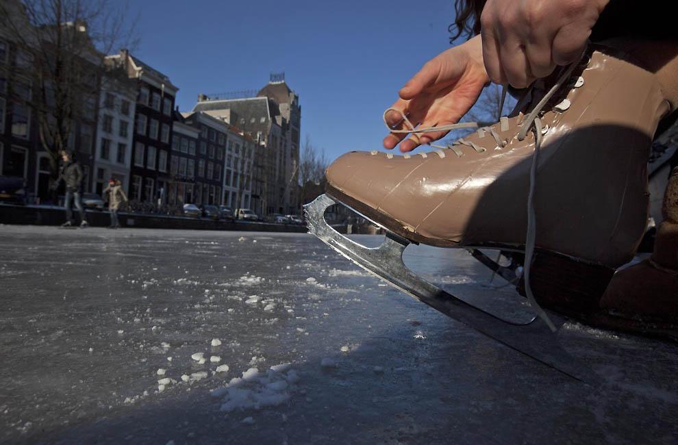 666 Каналы в Голландии превратились в каток