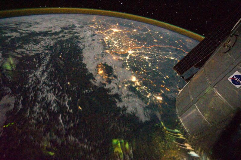 7113 Ночные города. Вид из космоса.