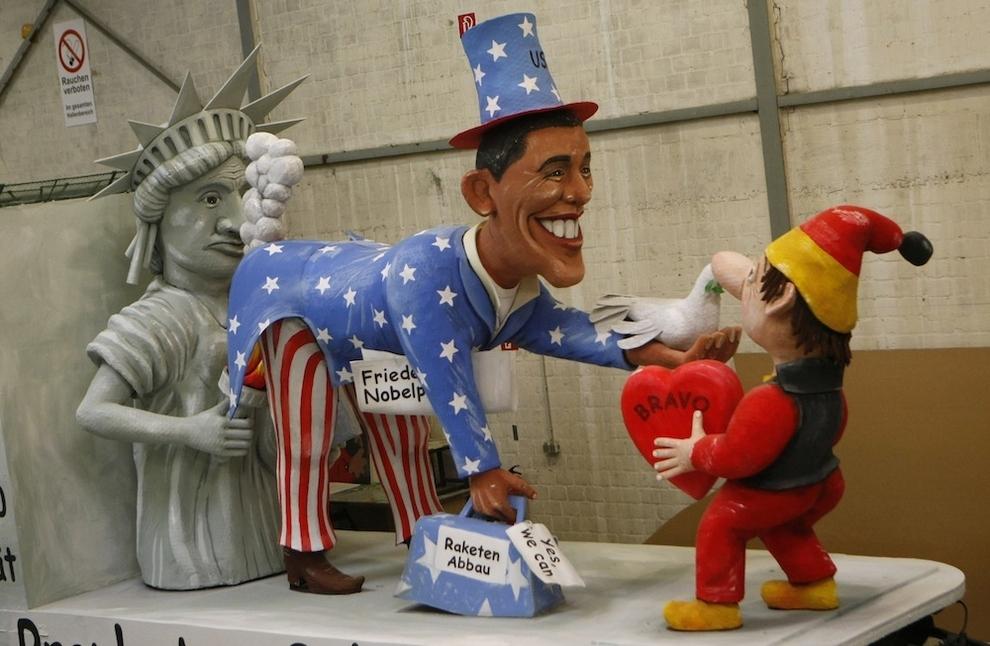8122 Странные карнавальные платформы с Обамой