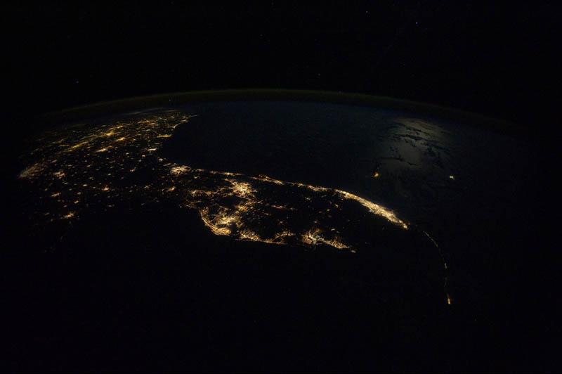 9107 Ночные города. Вид из космоса.