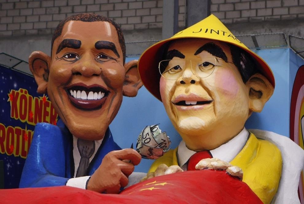 9122 Странные карнавальные платформы с Обамой