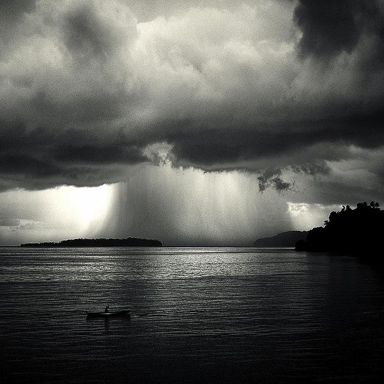 bandw24 Поэзия черно белой фотографии в работах Хенгки Коентжоро