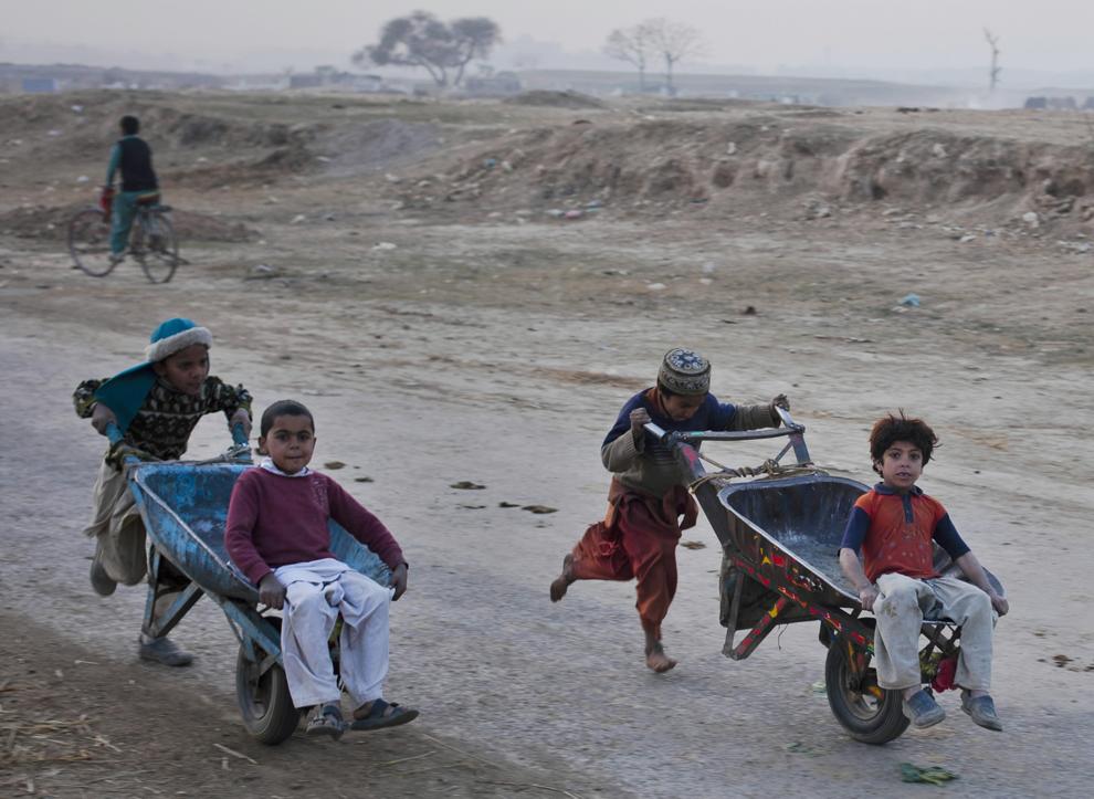 bp1111 Жители трущоб в разных странах мира